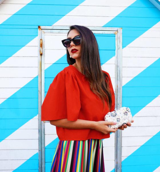 Rainbow skirt – La tendenza super colorata abbinata ad accessori gioiello