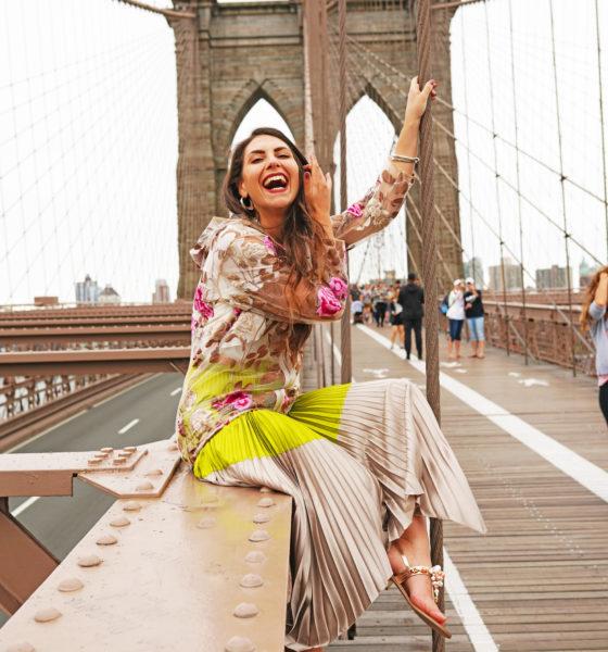 Un look comodo e chic sul Ponte di Brooklyn
