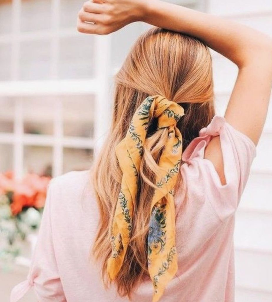 foulard tra i capelli