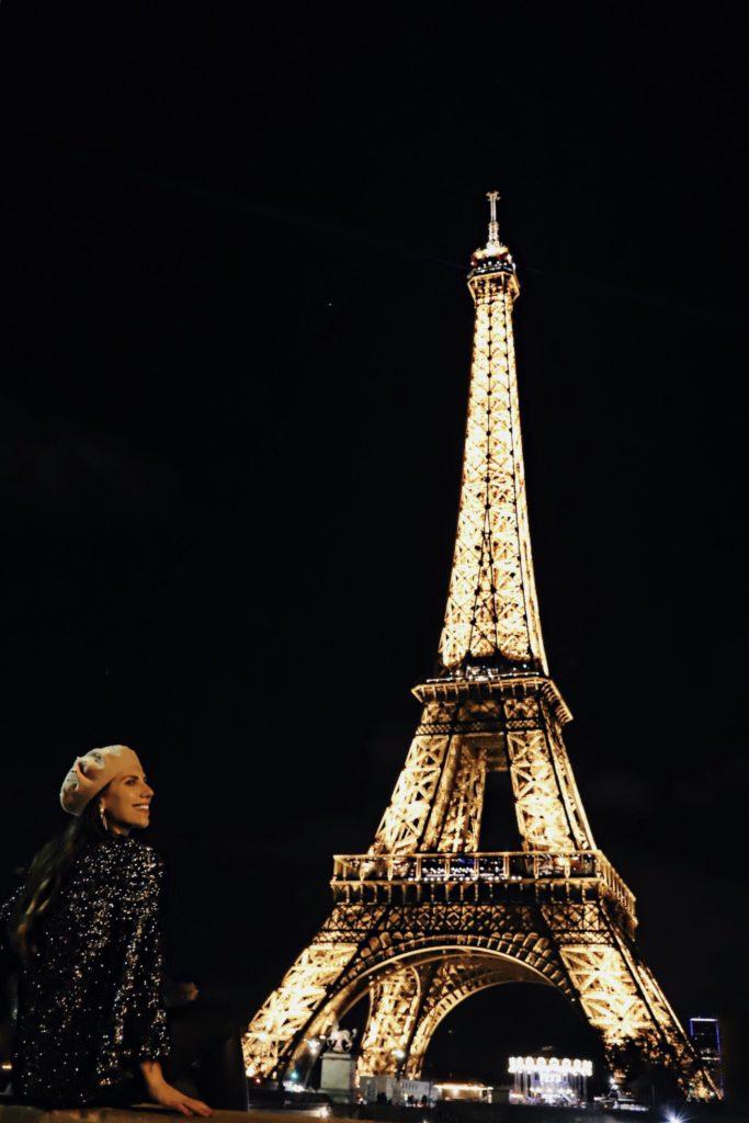 torre eiffel di notte luci