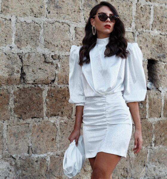 Un abito bianco di seta